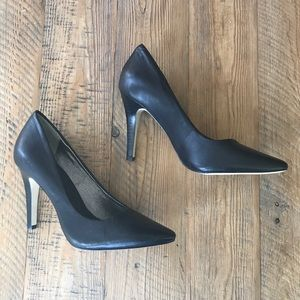 Banana Republic Black Pointy Toe Pumps